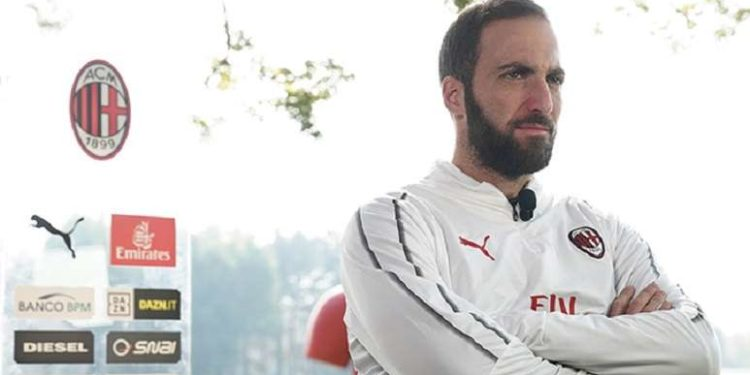 Gonzalo Higuain ph A.C. Milan