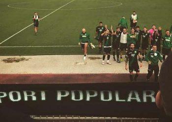 Squadra e tifosi ph Lokomotiv Flegrea