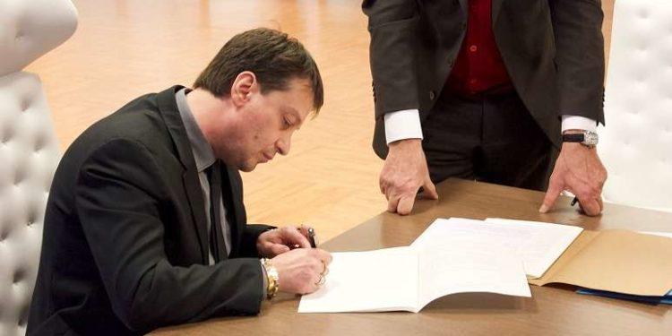 Luca Gallo firma il closing ph Reggina 1914