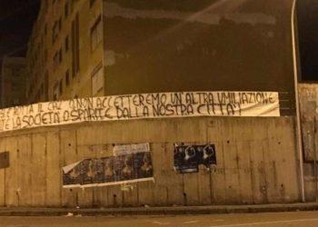 Striscione protesta tifosi Matera ph da Facebook