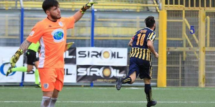Paponi esulta dopo un gol ph Antonio Gargiulo S.S. Juve Stabia