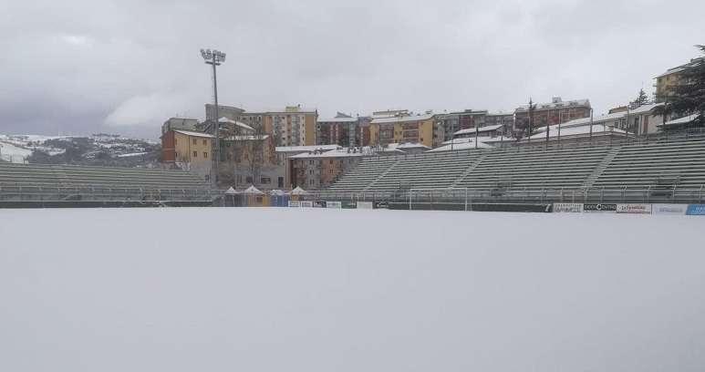 Stadio Viviani ricoperto dalla neve ph Potenza Calcio
