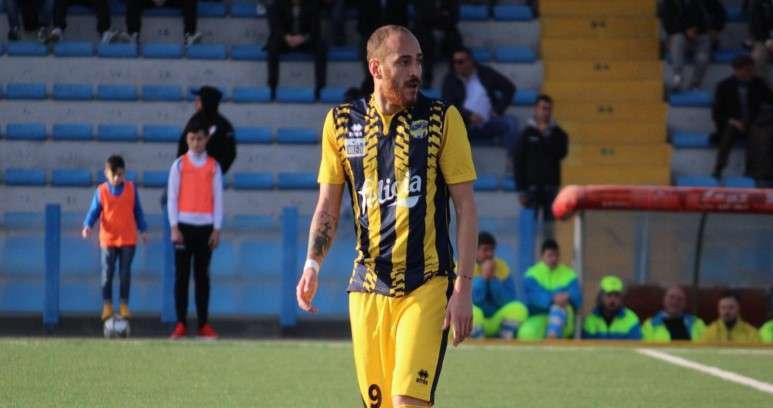 Ph Gravina Calcio, Santoro