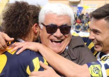 Franco Manniello esulta con Viola e Mastalli ph Antonio Gargiulo S.S. Juve Stabia