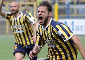 Luigi Canotto esultanza ph Antonio Gargiulo S.S. Juve Stabia