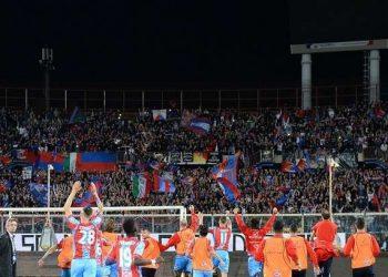 Tifosi e squadra ph Calcio Catania