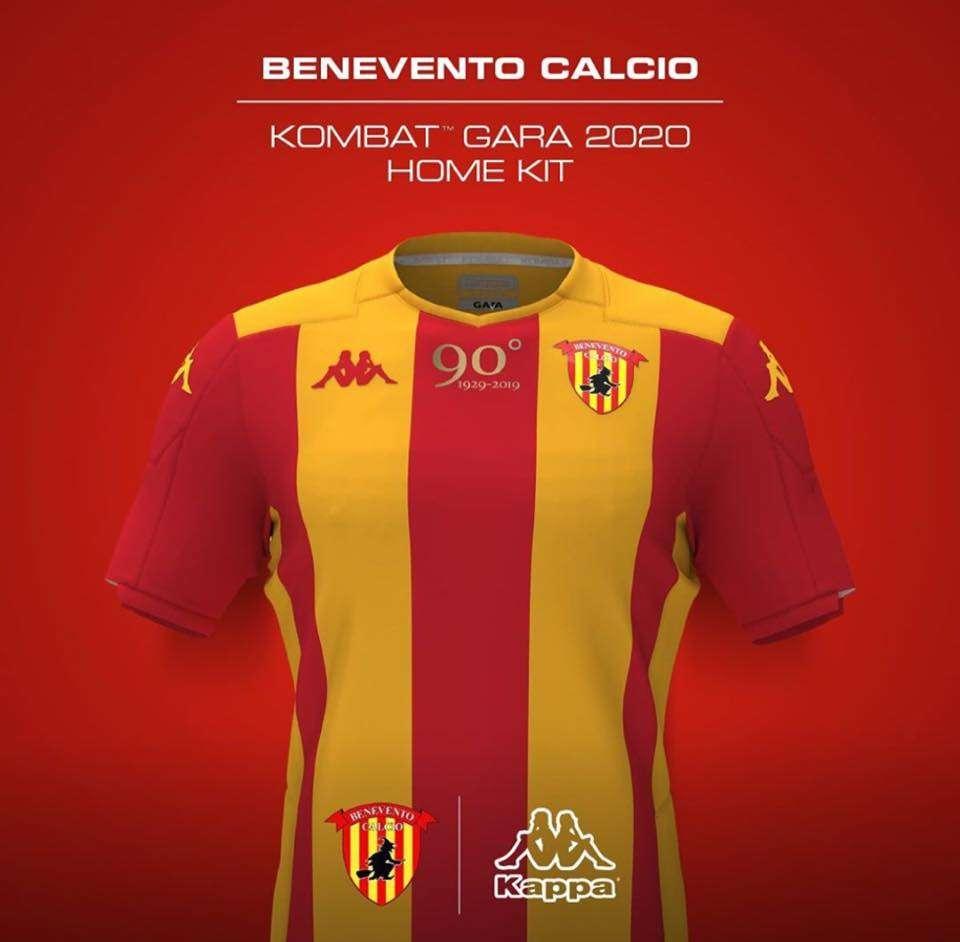 Calendario Benevento Calcio.Benevento Ecco Le Immagini Delle Nuove Maglie Da Gioco