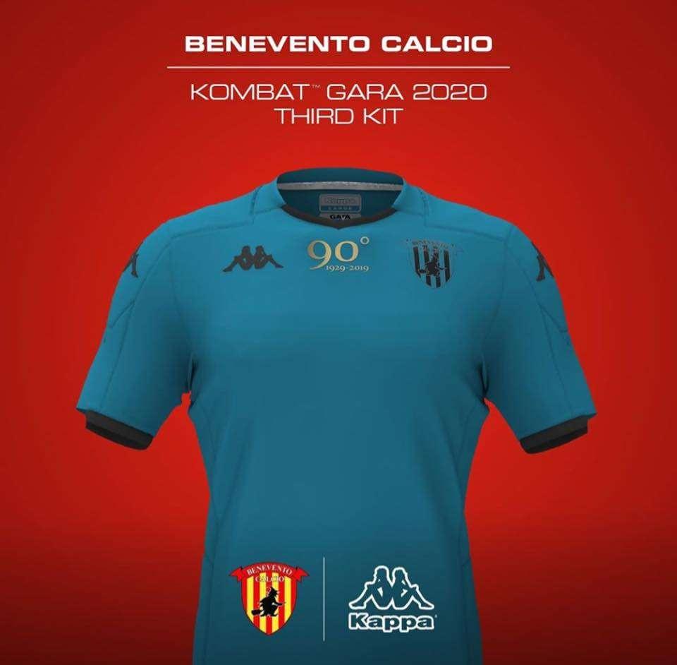 Calendario Benevento Calcio 2020.Benevento Ecco Le Immagini Delle Nuove Maglie Da Gioco